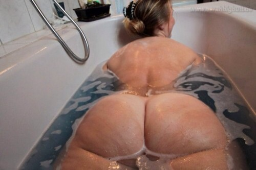 Bubble bath booty